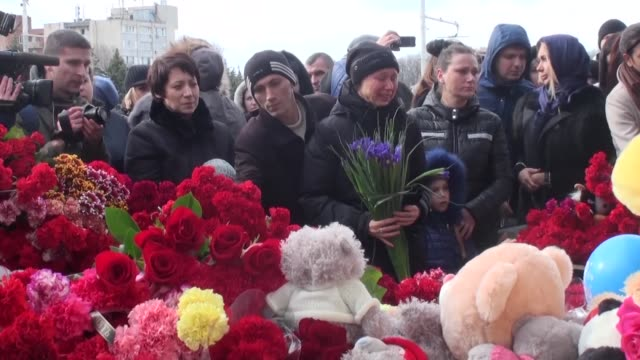 resident in the southern russian city of rostovondon lay flowers at the airport in tribute to the 62 victims of a flydubai passenger jet crash - monumento commemorativo temporaneo video stock e b–roll