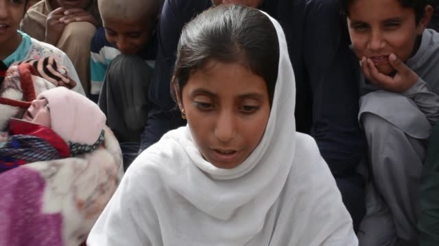 vidéos et rushes de april6 a resident of nushki area of balochistan a province of pakistan haji abdul majeed is father of 54 children that include 20 daughters and 22... - 50 54 years
