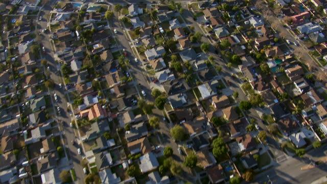 vídeos de stock, filmes e b-roll de residential area in los angeles suburb - repetition