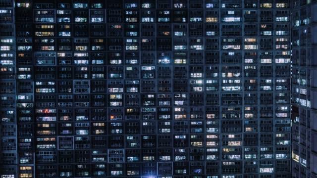 vídeos de stock, filmes e b-roll de t/l ha tu edifício residencial, windows twinkling na noite/pequim, china - facade