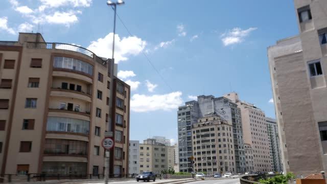residential buildings along the 'elevado costa e silva', aka 'minhocão' in são paulo, brazil - são paulo stock videos & royalty-free footage