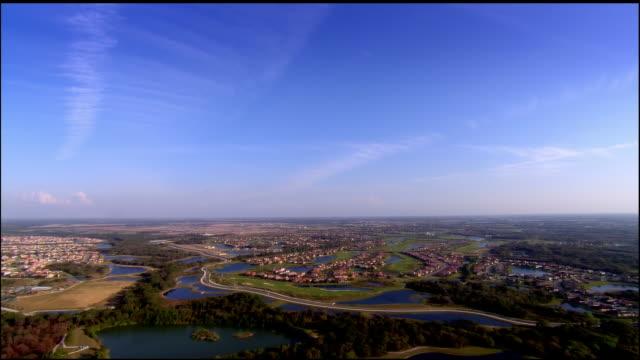 aerial, residential district and golf course, sarasota, florida, usa - golfplatz stock-videos und b-roll-filmmaterial