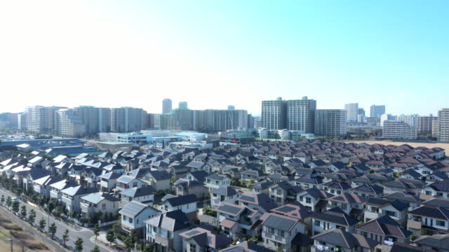 residential district and urban skyline - 住宅開発点の映像素材/bロール