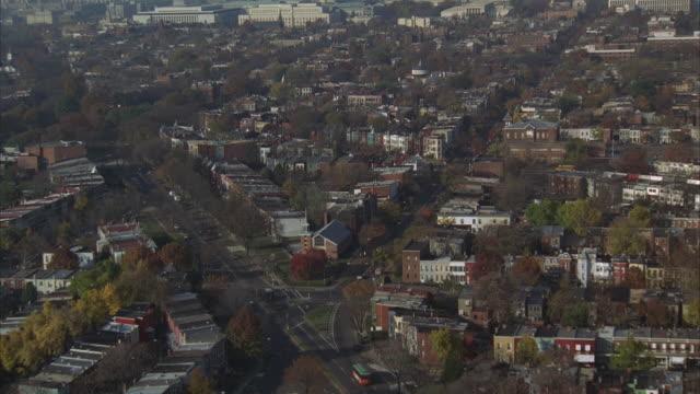 vidéos et rushes de aerial, residential district, capitol building and washington monument, washington dc, washington, usa - washington dc