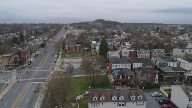 residential district in harrisburg, the capital of pennsylvania, is now deserted because of covid-19 novel coronavirus outbreak.  drone video with the panoramic camera motion. - pennsylvania stock videos & royalty-free footage