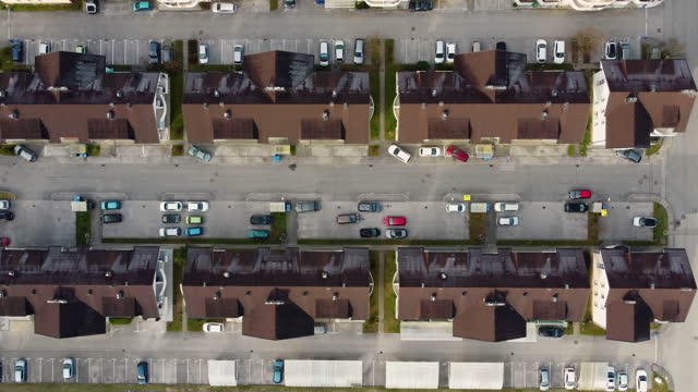 wohnviertel - parking stock-videos und b-roll-filmmaterial