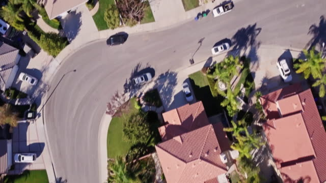 residential neighborhood - aerial view - santa clarita video stock e b–roll