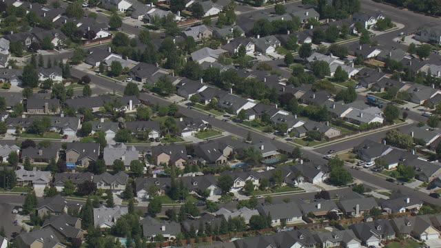 vídeos de stock, filmes e b-roll de residential neighborhood in fresno - fresno