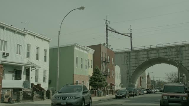 ws a residential neighborhood in queens / new york city, new york - クイーンズ地区点の映像素材/bロール