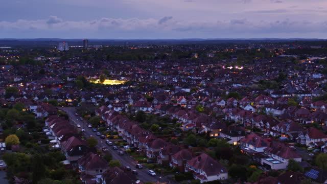 ハイフィールド、サウサンプトン - 空中ショットの住宅街 - 英国ハンプシャー点の映像素材/bロール