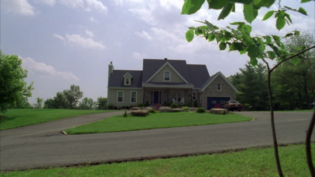 ms residential suburban house, usa - establishing shot stock videos & royalty-free footage