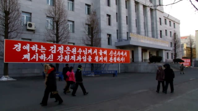 vídeos de stock e filmes b-roll de residents commuted to work places as usual on january 12 six days after north korean government announced it tested a hydrogen bomb although the... - korean new year