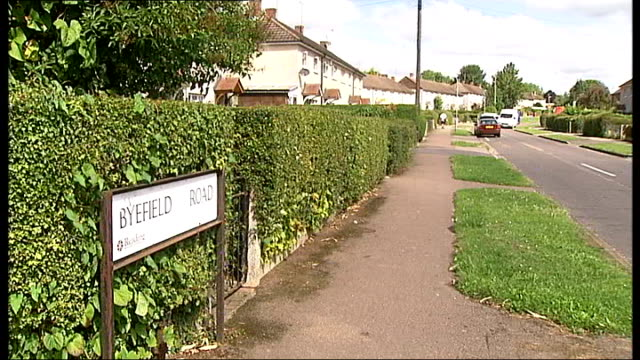 residents complain about rat infestation following death of elderly woman england berkshire reading ext general view of byefield road - infestation stock-videos und b-roll-filmmaterial