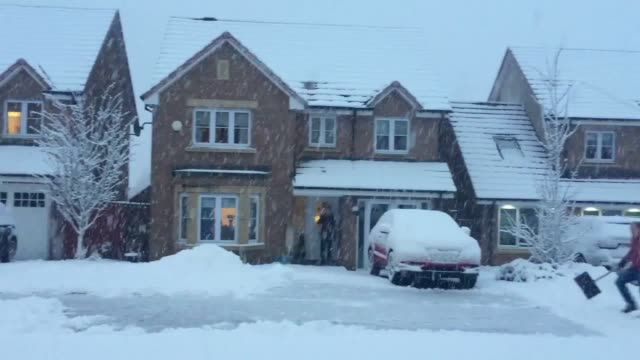 Residents in Bathgate West Lothian wake up to heavy snow as forecasters warn of plunging temperatures and possible disruption Frequent wintry showers...