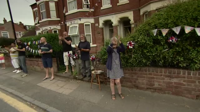 residents in street on their doorsteps clapping for carers and all keyworkers during the coronavirus pandemic - steps and staircases stock videos & royalty-free footage