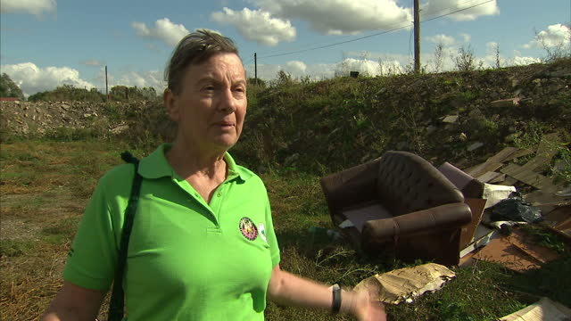 residents of dale farm in essex are waiting for a high court ruling on monday to find out whether they will be evicted. but there are concerns about... - basildon stock videos & royalty-free footage