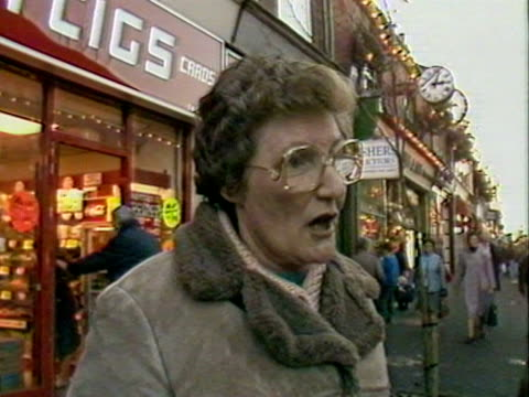 residents of edwina currie's constituency of swadlincote, give their views on her resignation following the salmonella in eggs controversy. 1988. - salmonella video stock e b–roll