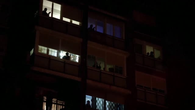 residents of madrid giving mass applause to doctors as gratitude for their work during the coronavirus outbreak - balcony stock videos & royalty-free footage