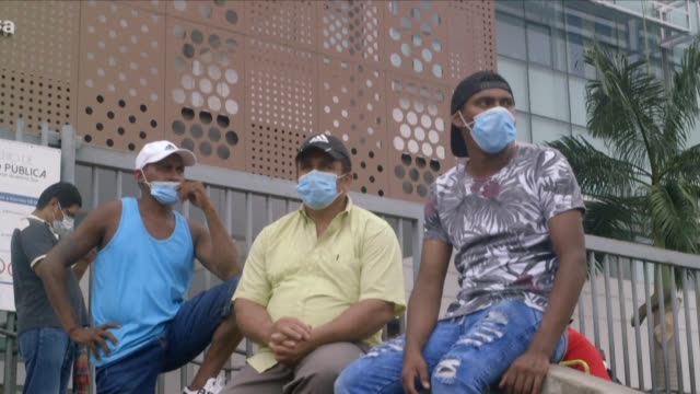 vídeos de stock e filmes b-roll de residents of the western port city of guayaquil express anger over the first coronavirus case registered in ecuador saying it was a big oversight and... - equador américa do sul