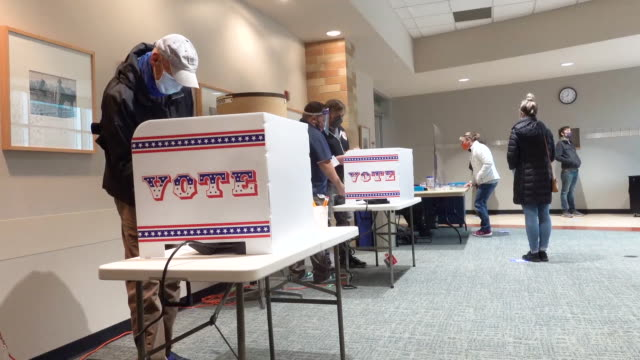 residents vote at the bay view library on october 20, 2020 in milwaukee, wisconsin. today is the first day of early voting in wisconsin, which is... - ウィスコンシン州点の映像素材/bロール