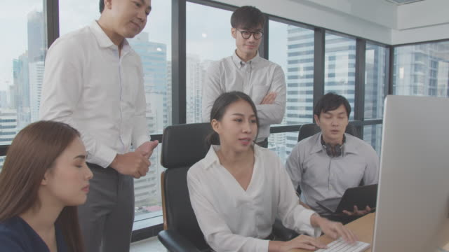 4k resolution asian business team meeting by desktop computer in indoor modern office - obedience stock videos & royalty-free footage