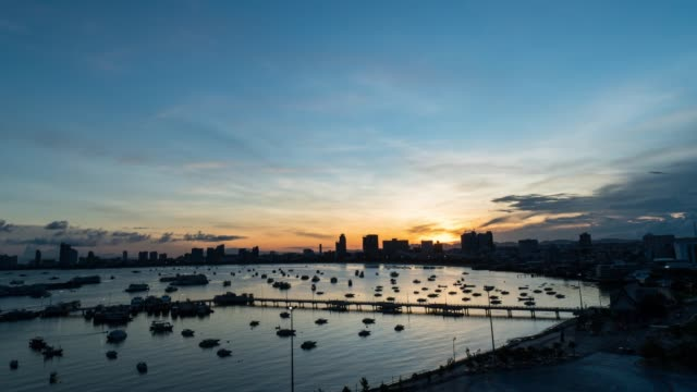 4k resolution b-roll time-lapse viewpoint von marina pattaya city, chonburi, thailand - jachthafen stock-videos und b-roll-filmmaterial