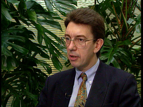 UN resolution NATO meeting ITN London CMS Paul Beaver intvwd SOT Bosnian Serb army has now got the scent of victory and have now deployed a lot of...