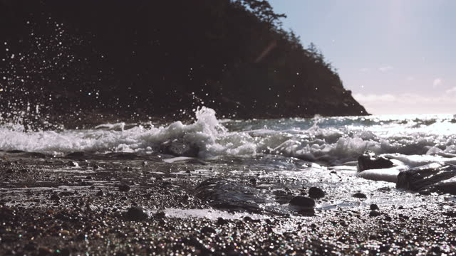 4k resolution of waves crashing on shore and rocks on pacific northwest beach - north pacific stock videos & royalty-free footage