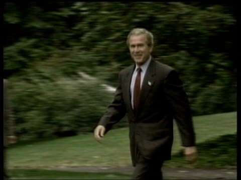 stockvideo's en b-roll-footage met un resolution tabled pool george w bush along past waving - george w. bush