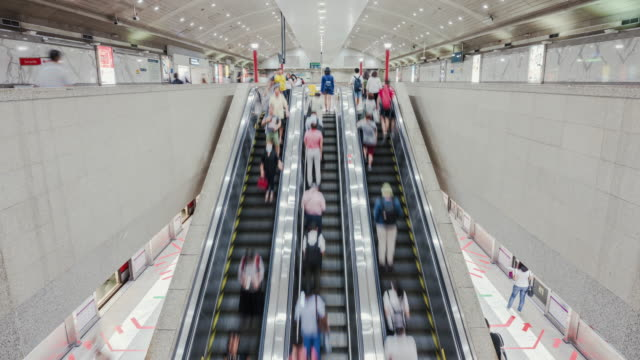 4k resolution time lapse of crowed people moving on escalator in subway station, business travel and transportation concept - diminishing perspective stock videos & royalty-free footage