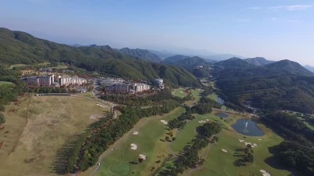 vídeos de stock, filmes e b-roll de resort and golf course / south korea - obstáculo de água