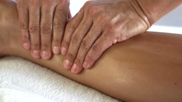 resort-massage im freien - kopf stock-videos und b-roll-filmmaterial