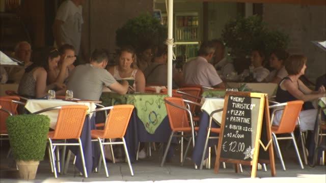 restaurant in piazza del campo / la costa / people eating outside / tourists eating restaurant in piazza del campo on july 07 2012 in siena italy - campo stock videos & royalty-free footage