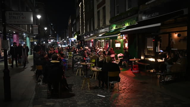 restaurant patio full of people last night before lockdown caused by rapid increase of covid-19 cases in england. retail shops, bars and restaurants... - patio stock videos & royalty-free footage