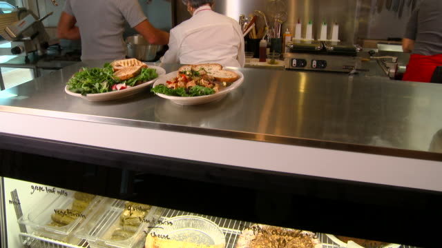 stockvideo's en b-roll-footage met ha ms restaurant refrigerator filled with pies and other food/ tu senior restaurant owner giving server two plates of food and smiling at camera/ richmond, virginia - armen over elkaar