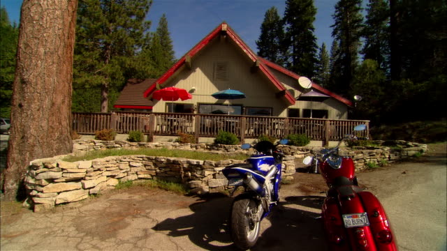 ws zi restaurant w/ motorcycles parked in front/ fresno county, california - wide shot stock videos & royalty-free footage
