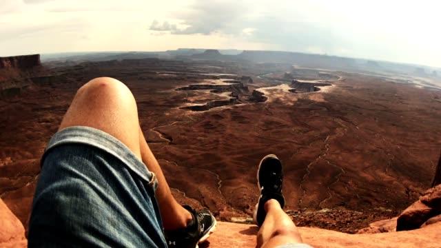 stockvideo's en b-roll-footage met rusten op de top van canyonlands - menselijke arm