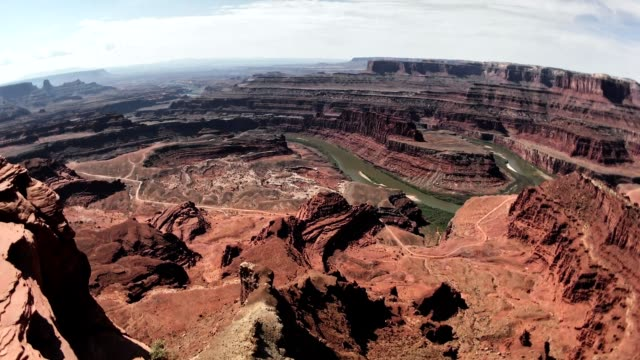 appoggiato in cima a canyonlands - grand canyon video stock e b–roll