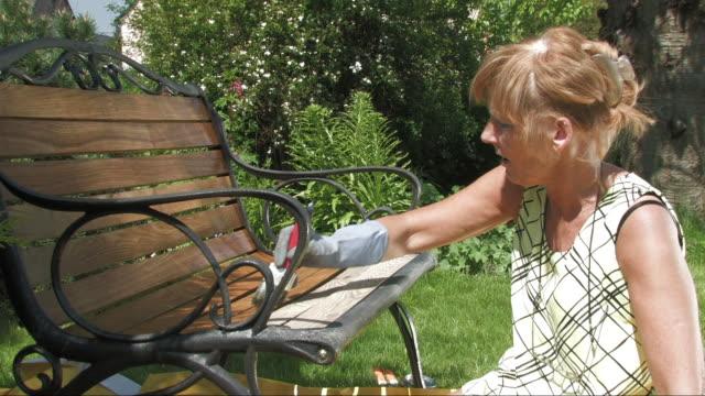 stockvideo's en b-roll-footage met restore - beschermende handschoen