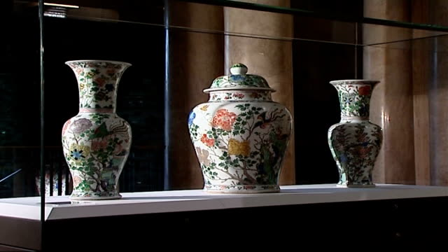 restored quing dynasty vases back on display at fitzwilliam museum; england: cambridge: fitzwilliam museum : int general views of restored quing... - display cabinet stock videos & royalty-free footage