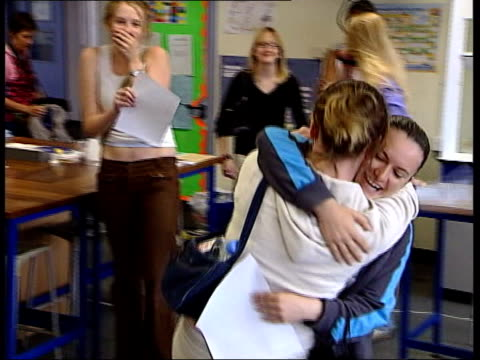 gap widens between best and worst lunchtime - gcse stock-videos und b-roll-filmmaterial