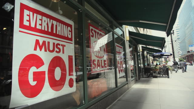 ws retail shop in chicago's loop displaying closing sign / illinois, usa - recession stock videos & royalty-free footage