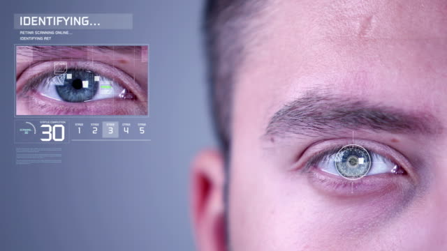 stockvideo's en b-roll-footage met retinale oogscan biometrische beveiliging eye scanning toegang verleend - netvlies