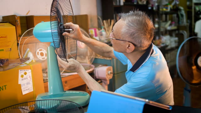 retired caucasian men search internet by using digital tablet for fix equipment - giovane nell'animo video stock e b–roll