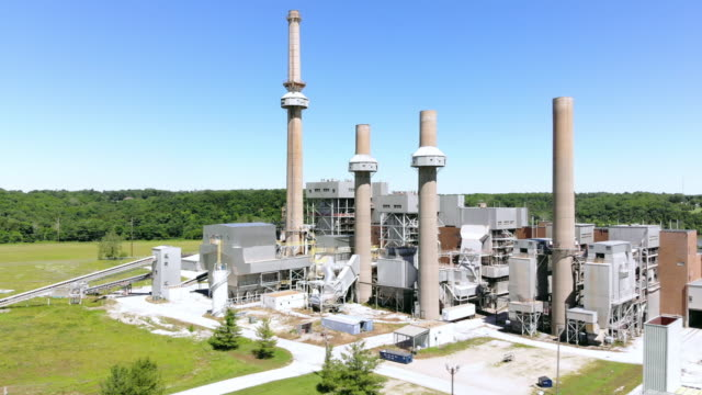 vídeos de stock e filmes b-roll de retired coal burning and propane power plant in missouri mid west usa 4k drone video - central elétrica