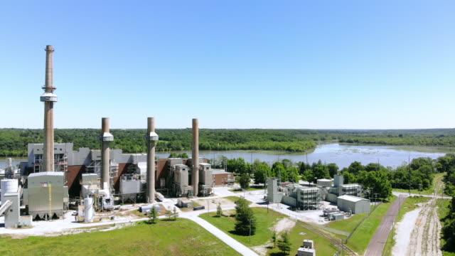 vídeos y material grabado en eventos de stock de planta de energía de propano y quema de carbón retirado en missouri mid west usa 4k drone video - edificio industrial
