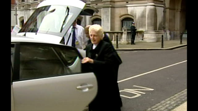 Retired judge to head child sex abuse inquiry R08010703 PHOTOGRAPHY *** Dame Elizabeth Butler Sloss from car to court