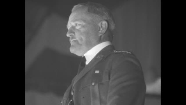 vídeos de stock, filmes e b-roll de retired us general john pershing wearing uniform speaks / view of the convention participants with names of states and dc they give a standing... - atlântico central eua