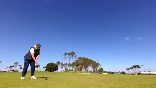 retired woman playing golf - golf swing women stock videos & royalty-free footage