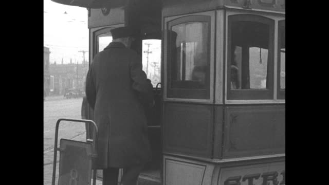 retiring motorman edmund dickens shakes hands with two men / edmund and another in motorman uniform board streetcar they chew on sandwiches and a... - 1927 bildbanksvideor och videomaterial från bakom kulisserna
